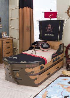 Cilek Black Pirate Piratenschiff II In diesem Piratenbett kann man in jeder Nacht allen gefährlichen Wassern trotzen. Mit gleich acht optisch eingelassenen Kanonen können andere Piratenschiffe erfolgreich abgewehrt werden. Bug und...  #kinder #kinderzimmer #kinderbett #cilek  #pirat #piratenschiff