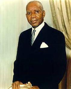 Hastings Kamuzu Banda Millioner af døde: 0,3 H.B. regerede Malawi med jernhånd, lod sig vælge til præsident for livstid. H.B. lænsede landet for formue på $320 mill. International pression fremtvang første demokratiske valg efter 30 år -- hvor H.B. blev tværet.
