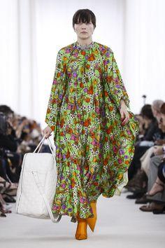 Balenciaga Fashion Show Ready to Wear Collection Spring Summer 2017 in Paris