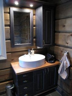 Discover recipes, home ideas, style inspiration and other ideas to try. Mountain Cottage, Mountain Homes, Cabin Homes, Log Homes, Chalet Interior, Cabin Bathrooms, Cabin Interiors, Rustic Elegance, Home Fashion