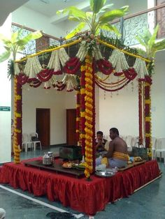 Bangalore Mandap Decorators – Design Searches related to fresh wedding garland indian wedding garland flowers garland hindu wedding make hindu wedding garland wedding garland ideas hindu wedding mandap cut greens garland fresh petal fresh greenery garland Desi Wedding Decor, Wedding Hall Decorations, Marriage Decoration, Wedding Mandap, Wedding Garlands, Flower Garlands, Wedding Themes, Reception Stage Decor, Mandap Design
