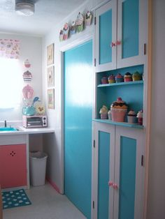 Kitchen With Cupcake Theme Design 7