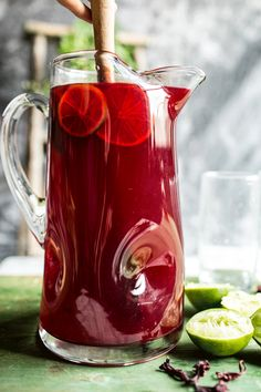 Hibiscus, lemongrass, Basil and Honey Sweet Iced Tea. Hibiscus, lemongrass, Basil a Non Alcoholic Drinks, Vodka Drinks, Cocktail Drinks, Beverages, Drinks Alcohol, Best Iced Tea Recipe, Iced Tea Recipes, Coctails Recipes, Refreshing Drinks