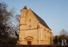 At 50 km from Paris, ancient chapel S. 17th ranked MH and turret - churches sale - Picardy - Patrice Besse Castles and Mansions of France, estate agency specialized in the sale of castles, historic houses and all character building