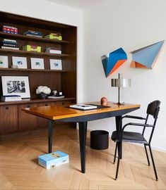 """""""Eric and Charles wanted a home where the art came first,"""" John Gachot, one of the designers said. """"It was all about form, light, material, and space—even the furniture was treated like art."""" #hometour #newyorkhome #modern #interiordesign #homeware #elledecor"""