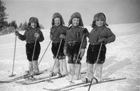 All children still learn to cross country ski at school in Finland ← we did too and we hated it lol. I was always the last to come to the finish line. Old Photos, Vintage Photos, Meanwhile In Finland, History Of Finland, Learn Finnish, Finnish Language, Nordic Skiing, Ski Posters, Vintage Ski