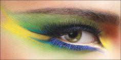 Apply Eye Makeup To Look Like a Celebrity