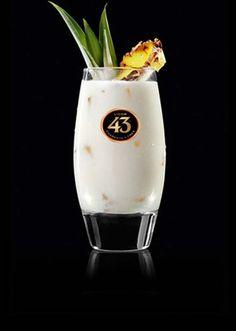 Ook erg lekker: Split drankje met likeur 43. Benodigdheden: 5 cl likeur 43 (1 borrelglaasje) 10 cl Jus d'Orange (2 borrelglaasje) Slagroom of nog lekkerder een bekertje vanille roomijs (100ml) Alles mengen met de staafmixer, overgieten in een longdrinkglas, rietje erin en klaar!