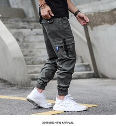 Discover recipes, home ideas, style inspiration and other ideas to try. Swag Style, Style Hip Hop, Style Casual, Men Casual, Dope Style, Smart Casual, Denim Cargo Pants, Jogger Pants Style, Sweatpants Style