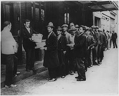 depression_-breadlines_-long-line-of-people-waiting-to-be-fed_new-york-city_in-the-absence-of-substantial-government-relief-programs-during-1932.gif (600×482)