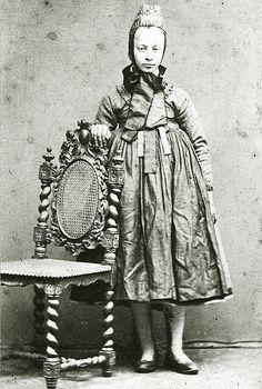 Junge Frau aus Hachborn in Tracht, um 1890?