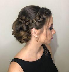 Coque princesa  por mim: Paola Borelli - @voudetranca #PaolaBorelliPenteados                                (16) 3635-8880 / (16) 98191-6343                            #RibeiraoPreto #penteado #hairstyle #VouDeTrança #hair #trança #braid #RibeirãoPreto #penteado #penteados #batizado #formatura #colação #colacaodegrau #formanda #casamento #madrinha #madrinhadecasamento #formanda #noiva #wedding #bride #love #PaolaBorelliPenteados
