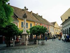 Square in the picturesque Szentendre close to Budapest Places To Travel, Places To Go, Budapest Travel Guide, Budapest Hungary, Old Buildings, Travelogue, Eastern Europe, Old Pictures, Day Trips