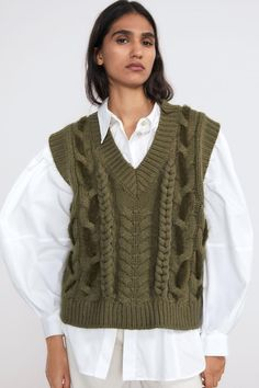 Sweater Vest Outfit, Vest Outfits, Casual Fall Outfits, Fall Winter Outfits, Cute Outfits, Knit Fashion, 70s Fashion, Fashion 2020, Korean Fashion