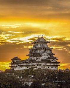 You guys wanted it, you guys got it! Himeji Castle, also know as White Heron Castle, is said to be Japan's most beautiful castle. specializes in Himeji Castle photos so this one's a treat! Beautiful Castles, Beautiful Sky, Himeji Castle, Asian Landscape, Japanese Castle, Japanese Photography, Building Art, World Pictures, Japanese Architecture