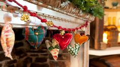 Heart shaped garland - love this, made it for gifts this year, will do for valentine's day too