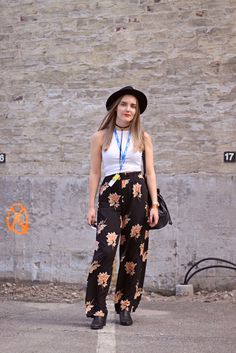 Festival outfit / Laura Adalmiina http://www.stoori.fi/laura-adalmiina/festival-flowers-outfit/