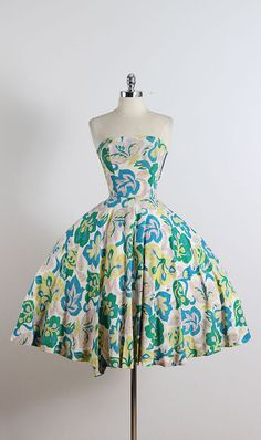 Betsy Bloom ➳ vintage 1950s dress * white silk crepe * colorful floral print * bodice stays * metal side zipper condition | good - few tiny pinholes and