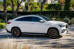 2021 Mercedes-AMG GLE 53 Coupe The next generation of Mercedes' GLE coupe is coming and the first model will be the AMG high-performance version. Top Luxury Cars, Luxury Suv, Mercedes Gle Suv, Sw4 Toyota, Best Suv Cars, Benz Suv, Cute Cars, Dream Cars, Luxury Houses