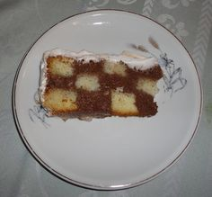 E continuando a nossa história...     Depois de preparados, o bolo, a calda e o mousse de chocolate...Vamos a montagem.     Aqui tem...