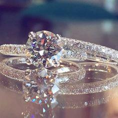 rès Belle Baque de Mariage#fashion #style #stylish #love #envywear #envywear #cute #photooftheday #nails #hair #beauty #beautiful Rings For Girls, Wedding Rings For Women, Rings For Men, Engagement Rings, Crystals, Diamond, Stylish, Beautiful, Jewelry