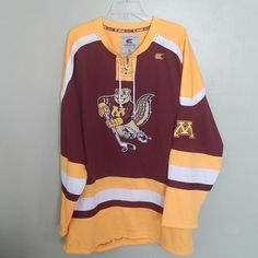 MINNESOTA GOLDEN GOPHERS COLOSSEUM HOCKEY JERSEY SIZE XL WITH FIGHT STRAP