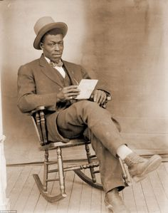 Dignity in the face of oppression: Incredible pictures capture the everyday life of African Americans in Jim Crow-era Nebraska. Old Man Pictures, Vintage Pictures, Old Photos, Chair Photography, Old Photography, Man Sitting, People Sitting, That Old Black Magic, American Photo