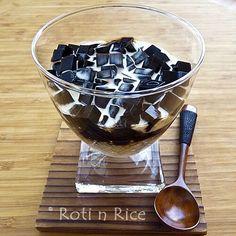 Ebony n Ivory Dessert (Grass Jelly and Tapioca Pearls)
