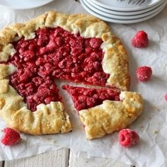 Raspberry Galette by Damn Delicious. You won't believe how easy this galette is to make. And it makes for a perfect, elegant holiday dessert! Just Desserts, Delicious Desserts, Yummy Food, Fruit Recipes, Dessert Recipes, Recipies, Quick Dessert, Biscuits, Love Food