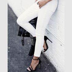 Nothing but black n' white ✔️☑️ my favorite not so basic basics on #VivaLuxury today #whatiwore