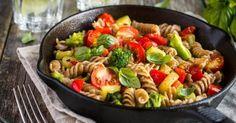 Recette de Poêlée Croq'Kilos de torsettes complètes aux brocoli, tomates et poivrons . Facile et rapide à réaliser, goûteuse et diététique.