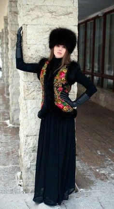 I could rock this in navy. In the Russian style! Russian Beauty, Russian Fashion, Russian Style, Fur Fashion, Winter Fashion, Womens Fashion, Mode Russe, Jean Skinny Noir, Diy Clothes Design