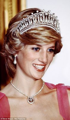 With its 19 diamond encrustedarches, eachframing a vast baroquepearl pendant, theCambridge Lover¿sKnot tiara was saidto be a favourite of Diana, Princess ofWales, despite hercomplaintsthat it washeavy, noisy - all thoseswinging pearls - andgave her headaches