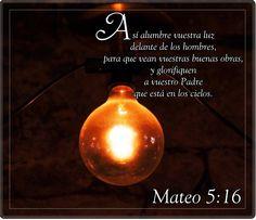 """Jesús les dijo a sus discípulos que ellos eran """"la luz del mundo"""" y les mandó que hicieran brillar su luz para que así la gente pudiera ver """"sus obras excelentes"""", es decir, sus buenas acciones a favor del prójimo. Suluz brillaría """"delante de los hombres"""", iluminando espiritualmente a la humanidad"""
