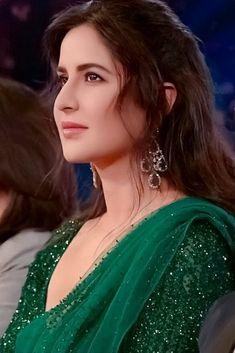 Bollywood Heroine, Bollywood Actress, Gorgeous Women, Beautiful People, Gorgeous Lady, Katrina Kaif Wallpapers, Katrina Kaif Photo, Actress Anushka, Actress Pics