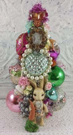 Vintage-glass-ornaments-BOTTLE-BRUSH-tree-Cameo-bunny-pearls-rhinestone-brooch