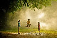 30 Magical Photos Of Children Playing Around The World - pasear los ojos. - 30 Magical Photos Of Children Playing Around The World Photos Du, Cool Photos, Cool Pictures, Amazing Photos, We Are The World, People Of The World, Pinterest Photography, Amazing Photography, Landscape Photography
