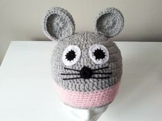 czapka Myszka na szydełku,crochet beanie Mouse, video tutorial Love Crochet, Crochet Hats, Crochet Patterns, Beanie, Youtube, Kids Fashion, Crochet Dolls, Crochet Granny, Beanies