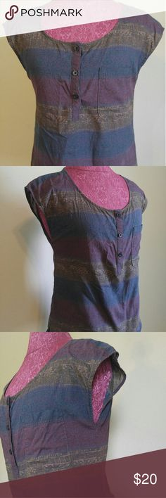 Patagonia organic cotton floral cap sleeve Sz 2 This blouse is in great condition. Patagonia Tops Blouses