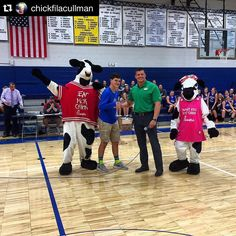 @chickfilacullman #ColdSprings  Congratulations to Mr. Hunter Freeman of @coldspringsschool for winning #FreeChickfilAForAYear by making the half court basket at tonight's #BasketballKickoff event #CFAInTheCommunity #CFAOurSchools #MrMoo and #BabyCow #InTheHouse October 20 2015 at 09:01PM