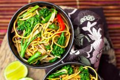 Chinese vegetable chow mein recipe - goodtoknow - under 200 calories Breakfast Under 100 Calories, Meals Under 200 Calories, 500 Calorie Meals, No Calorie Foods, Chinese Vegetable Chow Mein Recipe, Diet Recipes, Healthy Recipes, Healthy Breakfasts, Eating Clean