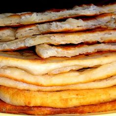 Placinte Rapide cu Telemea New Recipes, Bread Recipes, Cooking Recipes, Favorite Recipes, Good Food, Yummy Food, Romanian Food, Pastry Cake, Appetizers For Party