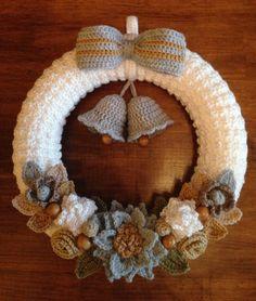 Crochet Christmas Wreath, Crochet Wreath, Crochet Christmas Decorations, Crochet Decoration, Christmas Crochet Patterns, Holiday Crochet, Christmas Knitting, Christmas Crafts, Felt Wreath