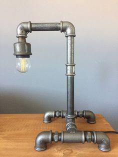 Lampe industrielle fournie avec interrupteur bouton En acier galvanisé. Hauteur : 33 cm