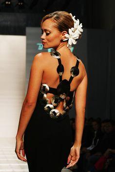 Love the design Polynesian Dresses, Polynesian Wedding, Island Wear, Island Outfit, Samoan Dress, Island Style Clothing, Crystal Wedding Dresses, Polynesian Designs, Tropical Dress