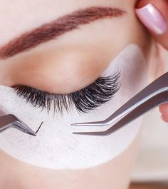 If you are longing for longer eyelashes and not in favor with false lashes and mascara, you should try eyelash extensions. Makeup Brush Storage, Makeup Brush Holders, Cosmetic Storage, Permanent Eyelashes, Fake Eyelashes, Longer Eyelashes, False Lashes, Types Of Eyelash Extensions, Diy Nails Stickers