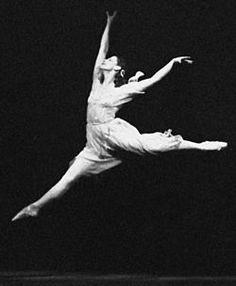 Maya Mijáilovna Plisétskaya (en ruso: Майя Михайловна Плисецкая Moscú, 20 de noviembre de 1925) es una bailarina de ballet rusa, a la que en 1993 se le concedió la ciudadanía española. Uno de los símbolos indiscutibles de la danza clásica, fue la prima ballerina assoluta de una generación que incluyó a Margot Fonteyn, Alicia Alonso e Yvette Chauviré.