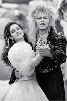Sarah and the Goblin King (Jennifer Connelly and David Bowie) from the film Labyrinth, 1986 David Bowie Labyrinth, Labyrinth Movie, David Bowie Goblin King, Goblin King Labyrinth, Sarah Labyrinth, Labyrinth Goblins, Costume Halloween, Jim Henson Labyrinth, Terry Jones