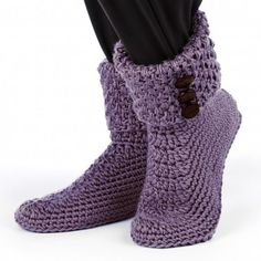 Crochet yourself some simple and cozy slippers. This free crochet slippers pattern makes it easy to keep your toes warm in style this winter. Crochet Slipper Boots, Crochet Slipper Pattern, Knitted Slippers, Crochet Patterns, Slipper Socks, Crochet Buttons, Knit Or Crochet, Crochet Crafts, Free Crochet