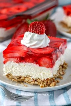 Strawberry pretzel salad is a practically no bake dessert made with fresh or frozen strawberries. Start by making a pretzel crumb crust, layer with a creamy filling, and top with a strawberry jello topping! This easy old fashioned cake is always a hit! Pretzel Desserts, Köstliche Desserts, Delicious Desserts, Pretzel Recipes, Holiday Desserts, Plated Desserts, Strawberry Pretzel Jello, Strawberry Desserts, Jello Pretzel Salad